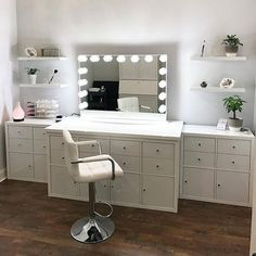 WEBSTA @ houseoflashes - Sucha a gorgeous setup by @stefanie_wolf_beauty! Definitely #VanityGoals, just lookit all that storage! We're in love! #houseoflashes #lashes #lashgamestrong #lashfocus #motd #makeuplooks #impressionsvanity #makeupvanity #vanity