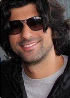 Engin Akyurek Long Curly Hair, Curly Hair Styles, Turkish Actors, Robert Downey Jr, A Good Man, Actors & Actresses, Sexy Men, Mens Sunglasses, Handsome