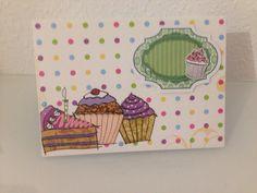 Geburtstagskarte mit Schild und Torten außen