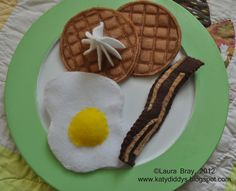 katydiddys: Felt Food: Waffles.  No free pattern here, but it's pretty self-explanatory.  Love using the fabric marker to 'toast'the waffles.