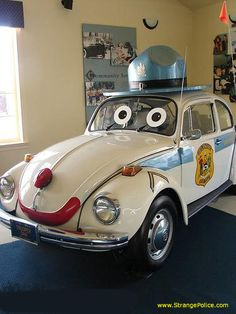 STRANGE #VOLKSWAGEN #BUG POLICE #CAR - WITH A HAT AND A SMILE! infomotori.com