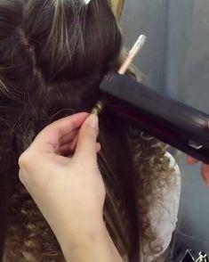 Hair by ❤️ ⠀⠀ super tight curly hair tutorial - Hair Tutorials Tight Curly Hair, Super Curly Hair, Tight Curls, Black Curly Hair, Curly Hair Styles, Beyonce Curly Hair, S Videos, Hair Videos, Modern Hairstyles