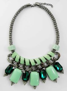 Collar Lanza en Verde Menta o Morado 5,99 euros http://www.missbrumma.com/#!product/prd1/2606319501/collar-lanza-verde