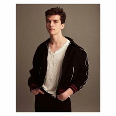 Fionn Whitehead (of 'Dunkirk' Brown Aesthetic, Aesthetic Boy, Brown Hair Boy, Messy Hair Boy, Fionn Whitehead, Hero Movie, English Men, Super Hair, White Boys