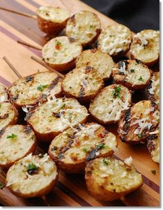 Grilled Potatoes, siempre las hago y quedan riquísimas. Grilling Recipes, Cooking Recipes, Healthy Recipes, Grilling Ideas, Grill Meals, Potato Dishes, Potato Recipes, Grilled Red Potatoes, Flat Top Grill