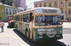 Foto de stock : Trolley bus at Plaza Aníbal Pinto bus stop. Valparaíso. Chile.