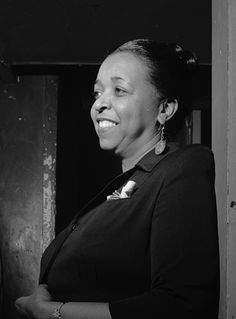 Ethel Waters (October 1896 – September was an American blues, jazz and gospel vocalist and actress. Billie Holiday, Women In History, Black History, Ethel Waters, Divas, Hattie Mcdaniel, Afro, Youtube Movies, Jazz Blues