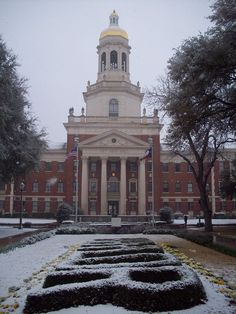 A snowy Pat Neff Hall at Baylor University