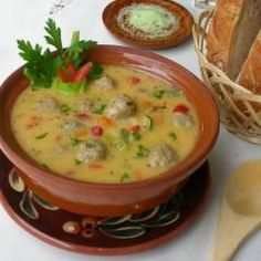 Bulgarische Suppe-Toptscheta und 87.000 weitere Rezepte entdecken auf DasKochrezept.de Bulgarian Recipes, Bulgarian Food, Cheeseburger Soup, Eat Smart, Food And Drink, Low Carb, Soups And Stews, International Recipes