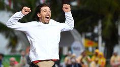 Der Schweizer Radrennfahrer Fabian Cancellara jubelt nach seinem Sieg im Straßenrad Einzelfahren  © picture alliance / dpa Fotograf: Soeren Stache
