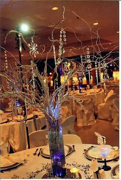 New Wedding Centerpieces Branches Diy Curly Willow Ideas Willow Branch Centerpiece, Curly Willow Centerpieces, Winter Centerpieces, Tall Wedding Centerpieces, Wedding Decorations, Centerpiece Ideas, Flowerless Centerpieces, Quinceanera Centerpieces, Table Decorations
