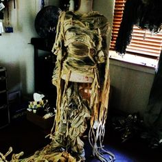 mummy costume for The Living Room Ladder Decor, Body Art, Costumes, Statue, Living Room, Hair Styles, Home Decor, Hair Plait Styles, Decoration Home