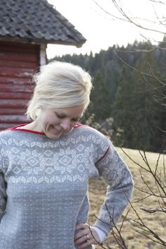 Ravelry: Hjemmets kofte pattern by Lene Holme Samsøe og Liv Sandvik Jakobsen Mittens Pattern, Sweater Knitting Patterns, Knitting Designs, Fair Isle Knitting, Hand Knitting, Knit Stranded, Fair Isle Pattern, How To Start Knitting, Hand Knitted Sweaters