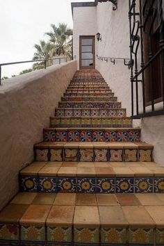 Spanish Tile stairs - spanish colonial revival> Love this to add interest to the staircase leaving to the upstairs units. Spanish Tile, Spanish Colonial, Spanish Revival, Mexican Spanish, Mexican Tiles, Spanish Style Homes, Spanish House, Spanish Backyard, Spanish Bungalow