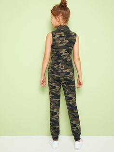 Girls Zip Front Letter & Camo Print Sleeveless Jumpsuit | SHEIN UK Cute Little Girls Outfits, Teenage Girl Outfits, Kids Outfits Girls, Cute Outfits, Preteen Girls Fashion, Kids Fashion, Cut Clothes, Jumpsuits For Girls, Western Outfits