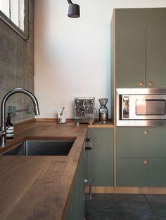 Inspiration: Long Beach in Kalifornien, USA - interior Decor Designs Home Kitchens, Kitchen Design Small, Kitchen Inspirations, Green Kitchen, Modern Kitchen, Home Decor Kitchen, Kitchen Room Design, Kitchen Interior, Interior Design Kitchen