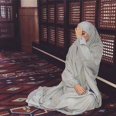 Niqab Fashion, Modest Fashion Hijab, Modern Hijab Fashion, Muslim Women Fashion, Modesty Fashion, Mode Turban, Hijab Collection, Muslim Beauty, Islamic Girl