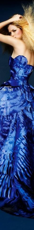 Gianni Versace, Atelier Versace, High Class Fashion, Blue Dresses, Formal Dresses, Color Azul, Blue Fashion, Cool Outfits, Blue Nails
