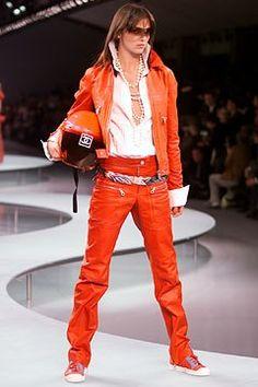 Chanel Spring 2002 Ready-to-Wear Fashion Show - Karl Lagerfeld, Mariacarla Boscono (Viva)