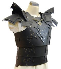 This is gorgeous armour anyway, but I really <3 the little touch achieved by adding the small amulet adorning the collar. - Dark Armor by ArtisansdAzure on Etsy