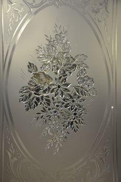 Витраж #vitrage #пескоструй #фьюзинг #artglass #артгласс #витражи #витражиспб #студияжогина #витраживинтерьере #изготовлениевитражей #витражиназаказ Etched Glass Door, Glass Etching, Drilling Glass, Wooden Doors, Master Class, Mirrors, Stained Glass, Glass Art, Decorative Plates