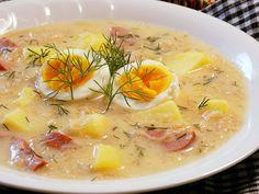 Brambory nakrájíme na kostky a dáme vařit s listem, kořením, kmínem a solí. Vývaru nebo vody dáme jen těsně nad brambory a vaříme 8-10 minut.K...