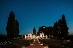 Un matrimonio raffinato di inizio autunno | Wedding Wonderland Wedding Entrance, Wedding Planner, Mansions, House Styles, Decoration, Wedding Planer, Decor, Manor Houses, Villas