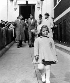 Caroline Kennedy walks ahead of the most powerful man in the world who carries her little toy 1960 (780x610)