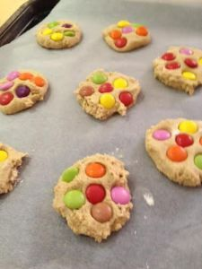 Pudsey's polka dot cookies – an easy cake sale bake. Children In Need Biscuits, Children In Need Cakes, Children Food, School Children, Toddler Meals, Kids Meals, Toddler Recipes, Toddler Crafts, Baking Business