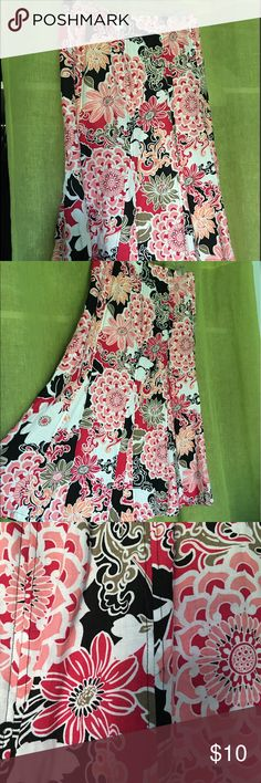 100% classic linen long skirt Add pizzazz to your summer wardrobe with this stunning skirt with flared bottom . Perfect condition and the perfect addition to your closet Kim Rogers Skirts Maxi