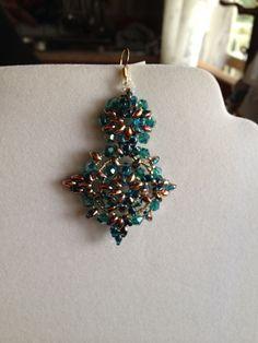 Orecchini Candy  turchese-orocon cristalli smeraldo di Loscrignodellevanita su Etsy