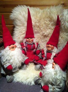 Tonttujen iltasatu. Gnomes, Elf On The Shelf, Elves, Christmas Time, My Design, Holiday Decor, Handmade, Hand Made, Craft