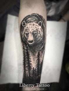 Тату медведь в лесу - фото