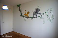 Muurschildering: Lion King (Simba) en Jungle Book (Hathi Jr). Gemaakt door Kattentong Decoratiewerken.