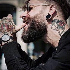 """1,438 mentions J'aime, 5 commentaires - beardandbody™ (@beardsandbody) sur Instagram: """"Cheers to a freakin' Weekend  Model: @dominikberberich Admin: @beardsandbody Shop your luxury…"""""""