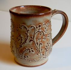 The flowering design on this cup is really good and impressive because its added on