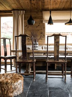 I had to share another refined rustic chalet in the mountains by the incredibly talented Marian...