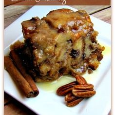 To Die For Bread Pudding Slow Cooker Recipe. I love bread pudding, and I have never made it in a slow cooker. Slow Cooker Desserts, Crock Pot Desserts, Köstliche Desserts, Delicious Desserts, Yummy Food, Healthy Food, Crock Pot Recipes, Crockpot Dishes, Crock Pot Cooking