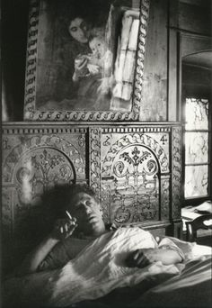 Henri Cartier-Bresson: Alberto Giacometti at home. Village of Stampa Magnum Photos Alberto Giacometti, Giovanni Giacometti, Henri Cartier Bresson, Andre Kertesz, Magnum Photos, Candid Photography, Street Photography, Monochrome Photography, White Photography