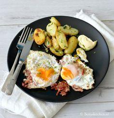 Gebakken krieltjes (aardappels) met verse kruiden