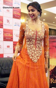 """Deepika Padukone Promotes """"Ramleela"""" in Orange Anarkali"""