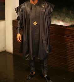 "137 Likes, 6 Comments - Tailor (@lookslikeagoodman) on Instagram: ""Serve looks in black Agbada #LooksLikeAGoodMan – #ProudlyNigerian #Agbada #Yoruba #Kaftan…"""