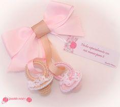 Chupetes en ganchillo o en crochet con el tutorial paso a paso muy fáciles de hacer, en colores Rosa y Beige. Ideales para decorar el carro de tu bebé.