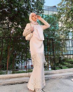 Traditional Wedding Attire, Traditional Fashion, Modern Traditional, Beautiful Gown Designs, Beautiful Gowns, Hijab Fashion, Fashion Outfits, Brokat, Girl Hijab