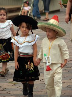 traditional costumes of mexico
