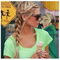 I really want this hairstyle, but does anyone else notice she's face to face with that little dude?!?! LOL  #hair #cut #style #hairstyle #haircut #color #colorful #haircolor #trend #fashion #women #girl #beauty #beautiful