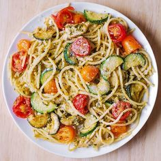 Parmesan Zucchini Tomato Chicken Spaghetti - a delicious Mediterranean pasta toss with basil pesto and lots of grated Parmesan cheese! This easy-to-make Parmesan zucchini chicken pasta is a great recipe for both Summer and Autumn Chicken Spaghetti, Chicken Pasta, Veggie Spaghetti, Spaghetti With Vegetables, Vegetarian Spaghetti, Summer Spaghetti, Vegetarian Chicken, Spaghetti Sauce, Spaghetti Squash