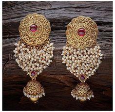 Indian Jewelry Earrings, Jewelry Design Earrings, Indian Wedding Jewelry, Gold Earrings Designs, Antique Earrings, Designer Earrings, Earings Gold, Silver Bridal Jewellery, Indian Jewelry Sets