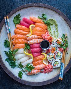 food meals meal meals on wheels repas diet dessert equilibre mindset motivation vegan vegetarien gourmet gastronomie life dreams entrepreneur reussite Sushi Recipes, Asian Recipes, Healthy Recipes, Sushi Comida, Sushi Platter, Sushi Love, Sushi Party, Food Platters, Food Cravings