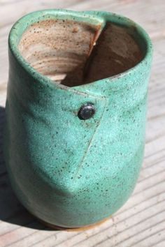Bridges Pottery - Thrown Vase & Cut - Glaze -WB - Electric Cone 6 & Other Ways w/ Clay Hand Thrown Pottery, Hand Built Pottery, Slab Pottery, Pottery Mugs, Pottery Bowls, Ceramic Pottery, Ceramic Clay, Ceramic Vase, Clay Vase